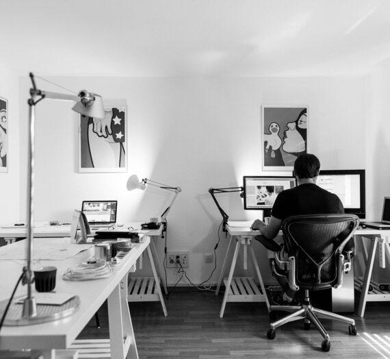 En quoi le repose-pied est-il nécessaire pour le bureau?