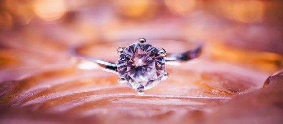 Tout savoir sur les métaux hypoallergéniques et précieux dans les bijoux